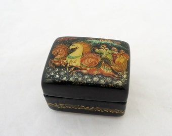 Vintage Lacquer Wooden Tiny Box, Russian Hand painted Wooden Box