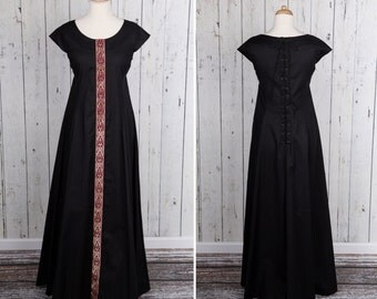 Long black Medieval style dress, short sleeves, laced on back