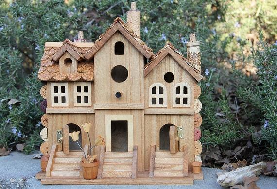 Trois bouchons de cabane d 39 oiseaux de bois et de vin de - Maison oiseau bois ...