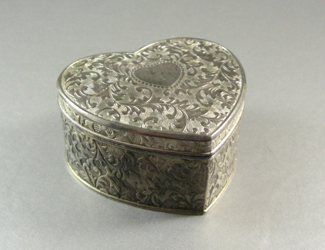 heart shaped hinged casket silverplated wedding ring box