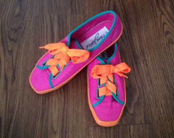 neon thick sole sneakers w/ wide laces // SZ 8.5