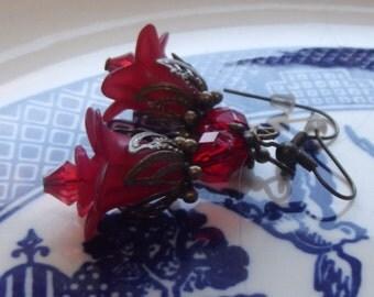 Red Earrings - Floral Earrings  - Bridesmaid Jewelry - Lucite Flower Earrings - Red Flower Earrings - Lucite Flower Earrings
