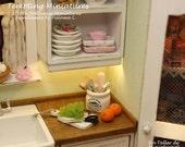 Kitchen Utensil Holder with Five Utensils - 1:12th Dollhouse Miniatures