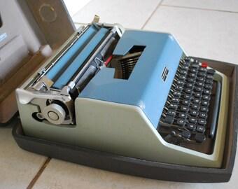 Vintage OLIVETTI UNDERWOOD 21 Typewriter