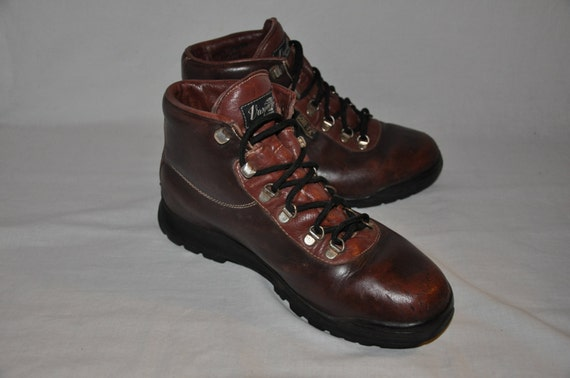 vintage vasque boots leather men 39 s hiking skywalk by boutiquegal. Black Bedroom Furniture Sets. Home Design Ideas
