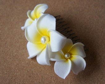 White Plumeria Comb Shape Hair Clip (With Pearls), Tropical wedding, Beach, Bridal , Bridesmaid Hair clip