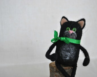 Black Cat Halloween toy Needle Felted toy Wool Animals, black cat with green eyes, soft sculpture, OOAK