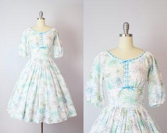 vintage 50s floral cotton dress / 1950s R&K ORIGINALS dress / floral swiss dot dress / cotton sundress / blue floral burst dress