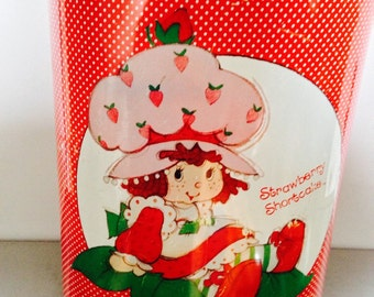Collectible Strawberry Shortcake Metal Waste Paper Basket /Chenico for American Greeting Company