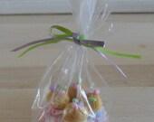 4 cupcakes in cellophane bag