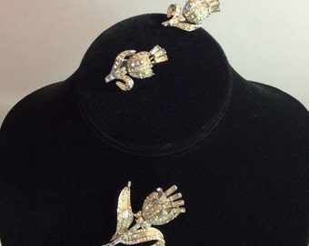 CORO TREMBLER SET Demi Parure Brooch and Earrings