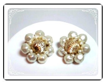 Bead Clip-on Earrings - White & Gold Flower Style E345a-04081200