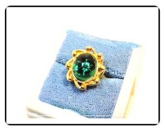 Green Vintage Ring  - Tumbling Oval with Star in the Center -  Size 6 1/2 - R2037a-122512000