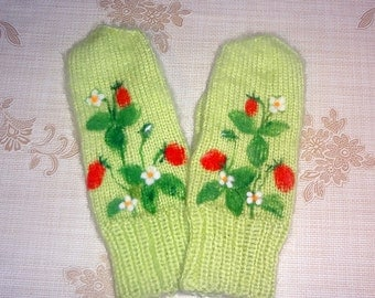 Hand Knit Women's Warm Soft Mittens With Needle Felt Picture Strawberries