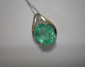 New 10 kt White Gold Emerald Diamond Necklace 18 Inches