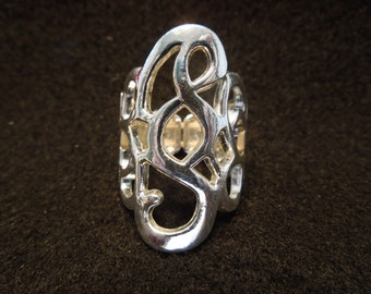 Vintage Costume Ring, Flexible.  Silver Tone Pattern.