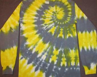 Longsleeved spiral tiedye shirt.