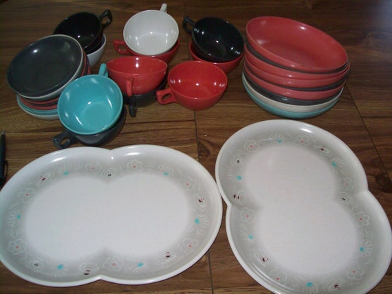 vintage lot of 32 branchell melmac dishes pastel by vintagebyrudi. Black Bedroom Furniture Sets. Home Design Ideas