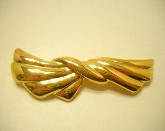 Vintage Gold Tone Trifari Brooch (8880**)