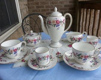 Gorgeous Wedgwood Tea Set, Devon Sprays, 11 Pieces, made in England, Bone China