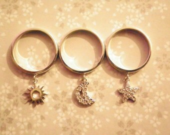 1 Set Gigi Silverplated Stackable Star and Moon Charm Rings