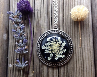 natural necklace, plant jewelry, unique gifts for her, nature necklace, black necklace, pressed flowers, handmade jewelry, black resin