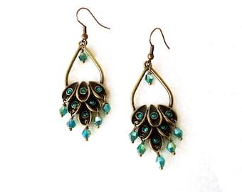 Crystal Earrings, Peacock Green earrings, Drop earrings, emerald green earrings, Dangle earrings, vintage style earring, chandelier earrings