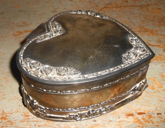 Vintage jewelry box silver heart shaped trinket box large for Heart shaped jewelry dish