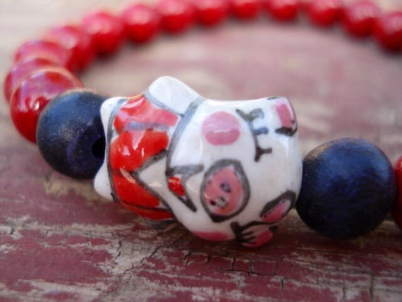Pig Bracelet, Red Bracelet, Women's Bracelet, Pig Collectible, Pig Jewelry, Funny Jewelry, Girls Jewelry, Animal Jewelry, Beaded Bracelet