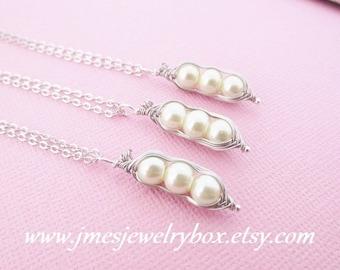 Three peas in a pod best friend necklace set - Cream