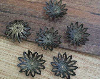 200pcs Bronze  Flowers Beads Caps Pads Receptacles  16mm