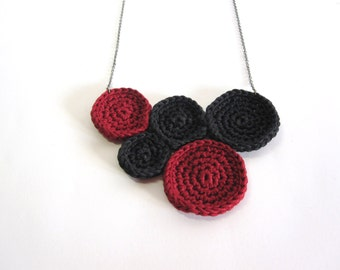 Red black necklace. Handmade crochet necklace. Fiber jewelry. Red black collar. Cotton vegan necklace. Women's accesories. Valentines day.