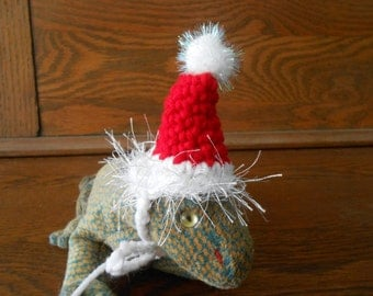 Tiny Pet Santa Hat for Bearded Dragons, Guinea Pigs, Ferrets, Lizards, Hamsters, Hedgehogs, Rats, Crocheted Christmas Hat for Guinea Pigs