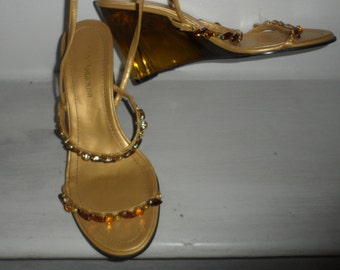 enzo angiolini lucite wedge heels gold with rhinestones amazings  size 6  but fit me a 6.5