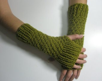 Green olive knitted gloves
