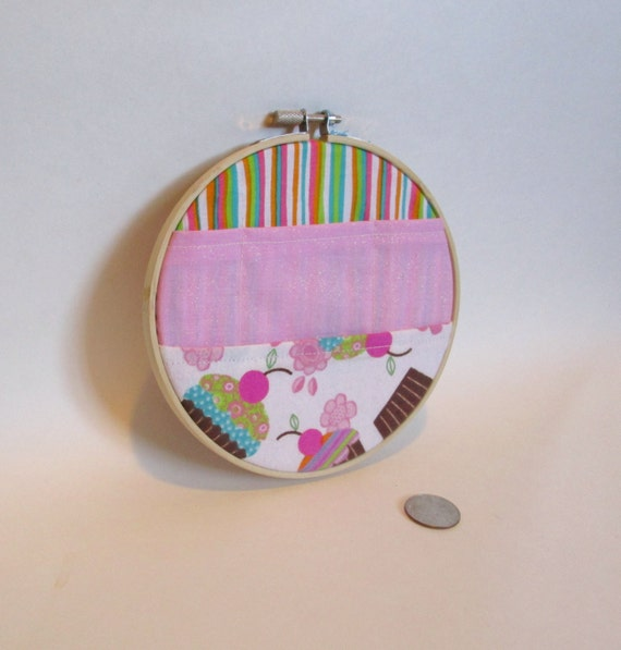 Cupcake emroidery hoop organizer four pocket wall ornament