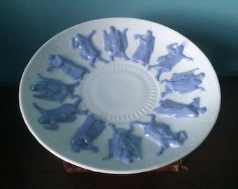 Rare pedestal serving plate greek roman philosopher porcelain bisque raised 3d blue white