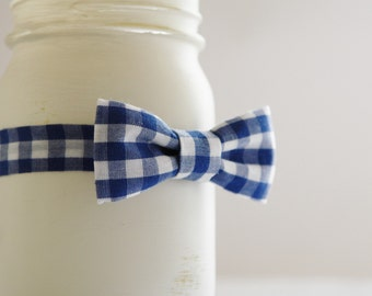 Navy baby bow tie, navy gingham infant bowtie, navy newborn bow tie, newborn boy dress up bow tie  - made to order
