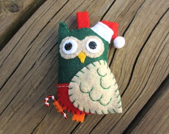 Pocket Felt Santa Owl- kelly green, oatmeal and red with Santa hat and Candy cane