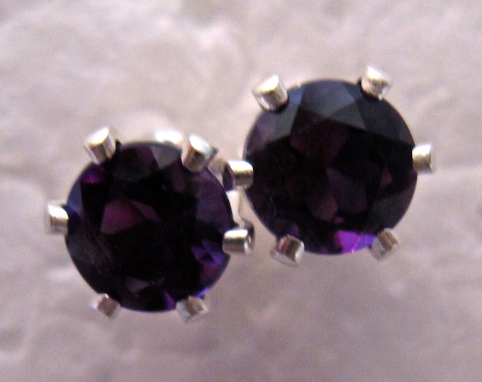 Amethyst Stud Earrings, 6mm Round, Natural, Set in Sterling Silver E720