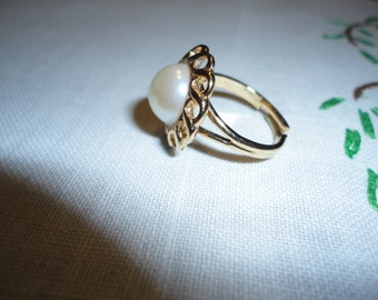 Ladies Faux Pearl Gold Tone Adjustable Ring Gift Vintage