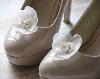 Champagne shoe clips Champagne shoe flowers Champagne wedding shoes Champagne shoes Cream wedding shoes Bride shoe Ivory wedding shoes