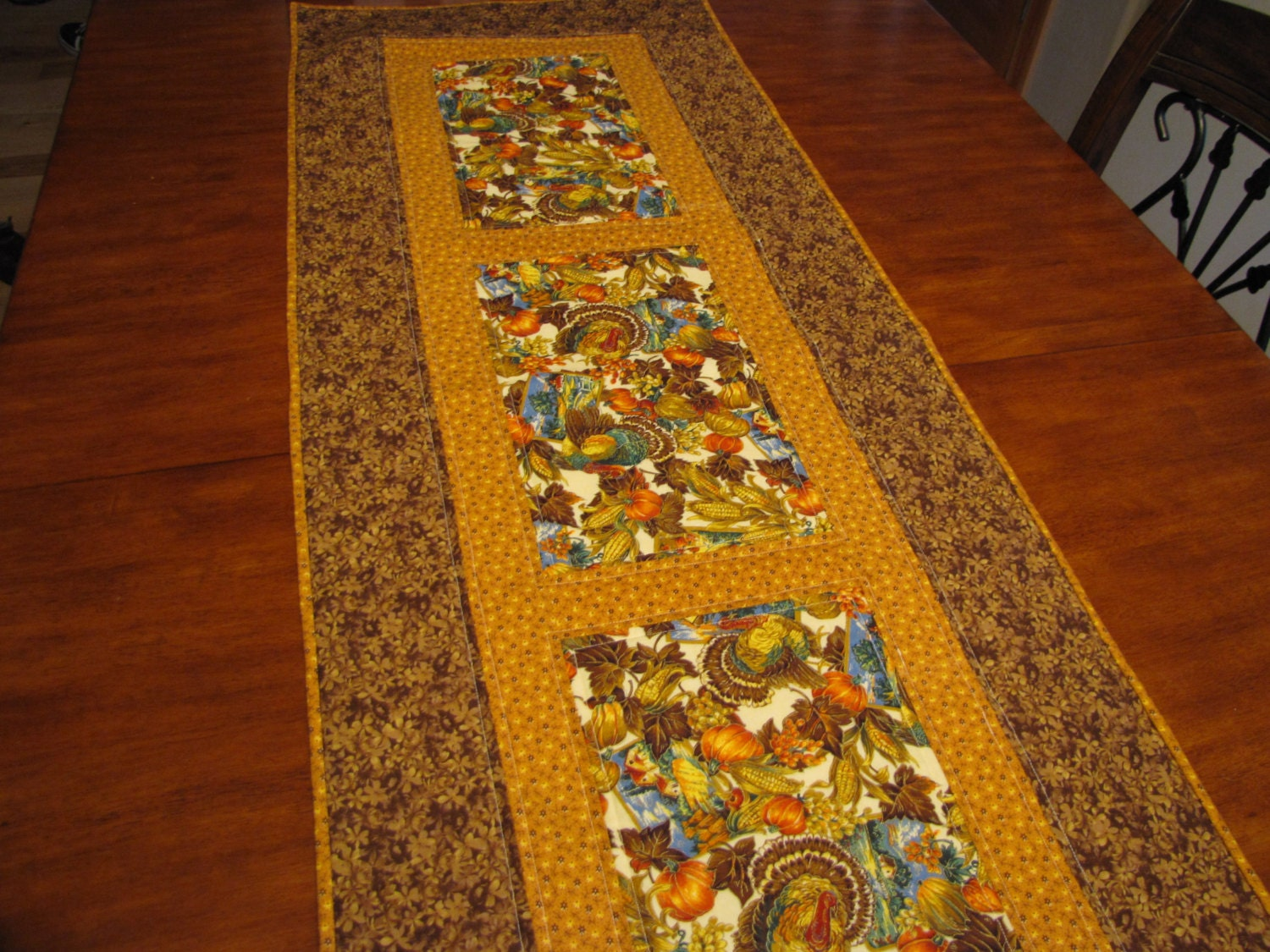 Thanksgiving Quilted Table Runner Patterns : Quilted Thanksgiving table runner