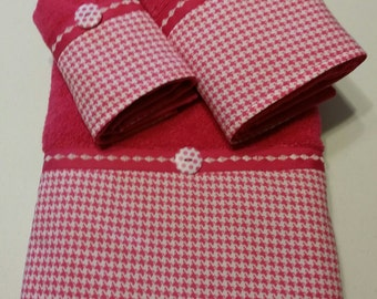 Fuchsia (Hot Pink) and White Houndstooth Bath Towel Set (Ready To Ship)