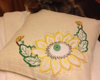 "Pair of Vintage Linen Cushions - Sunflower 14"" x 14"""