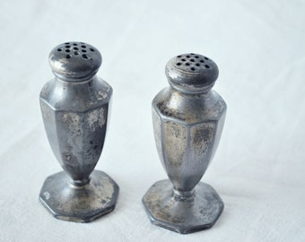 FREE shipping-Vintage-Pewter / silver-Salt & Pepper shakers-not weighted or glass lined