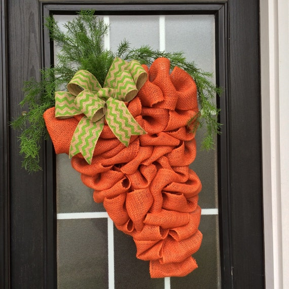Love this carrot wreath for Easter
