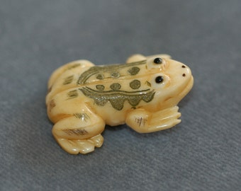 """Frog button. Carved Bone w/ etching detail. Size 1 3/8"""""""