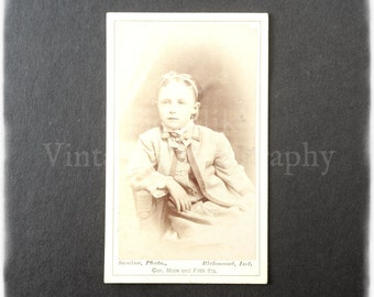 Carte de Visite CDV Photograph of a Seated Young Girl - Swaine Photo of Richmond Ind