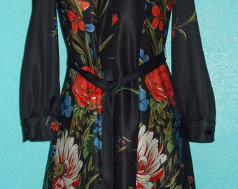 70s Vintage Black Flowered Polyester Ladies Long Sleeve Fitted Dress — Modern Size 4-6